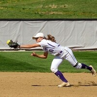Kenyon softball fielder catching the ball