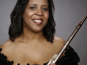 Photo of Valerie Coleman with her flute