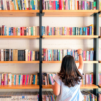 photo of girl in library.