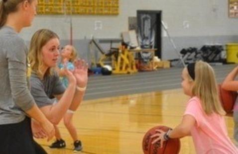 Little Huskies Girls' Basketball Camp
