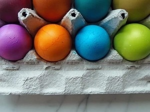 A Colorful Eggs-perience