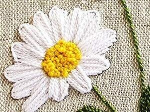 photo of embroidered daisy