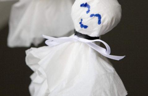 Make a teru teru bozu doll / Haz una muñeca japonesa