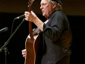 Greg Greenway will play a free concert on Fathers Day for the Liriodendron Foundation