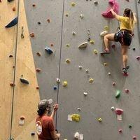 two studenta at the climbing wall