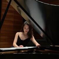 Pianist YuTong