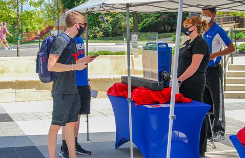 Students receiving free tea at SUA's tea at Three