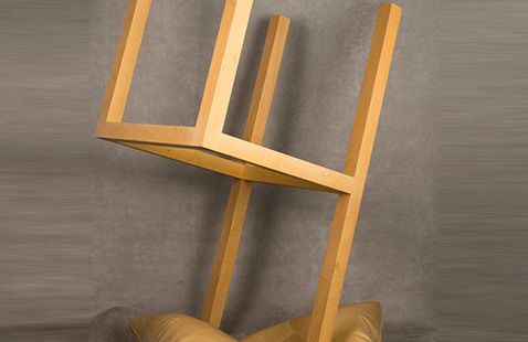 Wendell Castle,Chair Standing on Its Head, 2001.14 © Wendell Castle