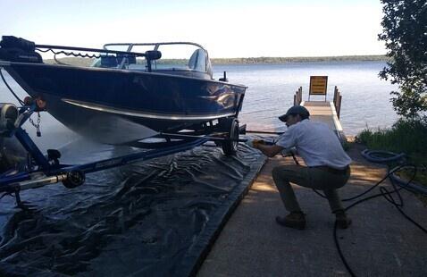 KISMA employee washing a boat