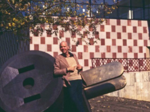 Vintage photo of artist Claes Oldenburg with his Giant Three-Way Plug (1970), a sculpture installed on the museum grounds.