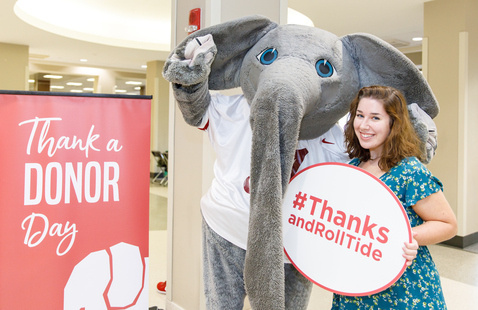 Big Al helping students #ThanksandRollTide to our UA donors.