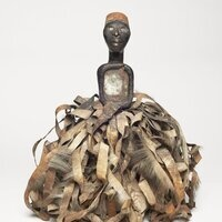 Nkisi with ribbon and mirror eyes (Sotheby)