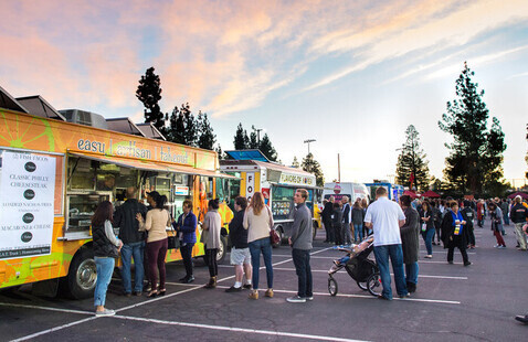 Student food truck celebration with President Callahan