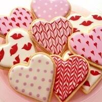 Cardinal & Gold: Vday Cookie Decorating